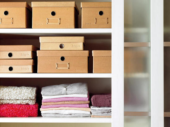 C mo organizar tu armario el attelier magazine for Cajas decorativas para almacenar