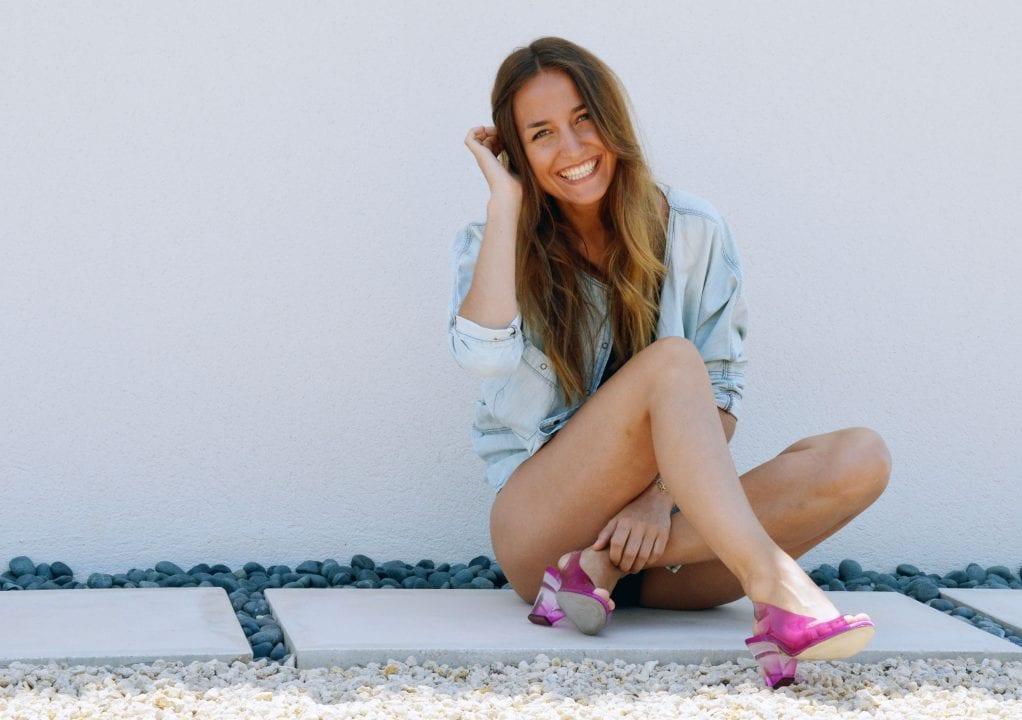 MAGRIT-jazmin-zapatos-look-verano-magritandbloggersmadeinspain-shoes-bañador-camisa-vaquera