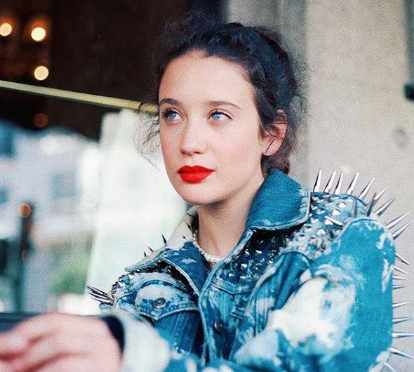 María Pedraza labial rojo