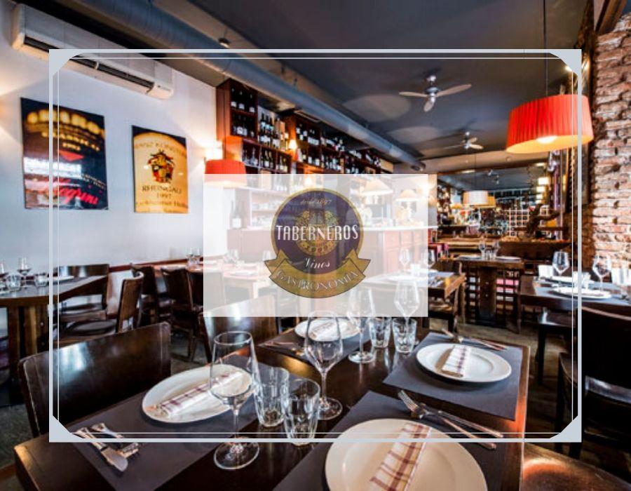 Sala y barra del restaurante Taberneros