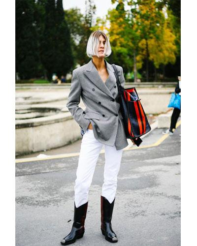 Pantalón blanco combinado con botas cowboy