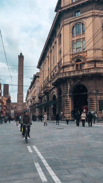 Las torres de Bolonia al fondo - Foto: @alexgoonzalez13