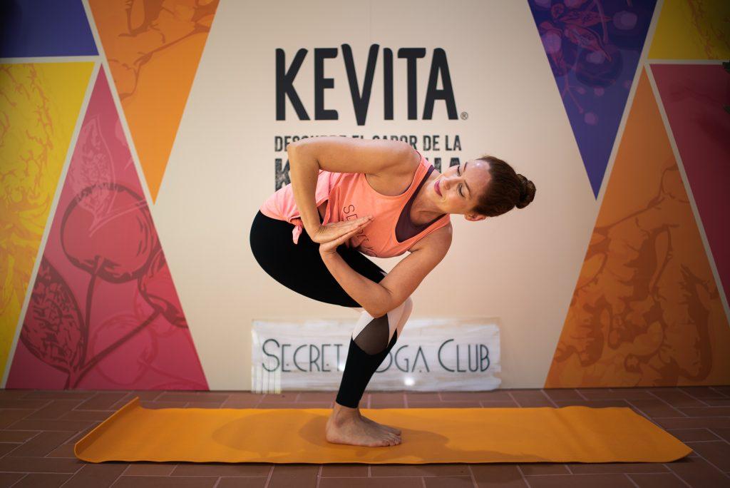 La instructora de Yoga y co-fundadora de Secret Yoga Club, Carla Sánchez.