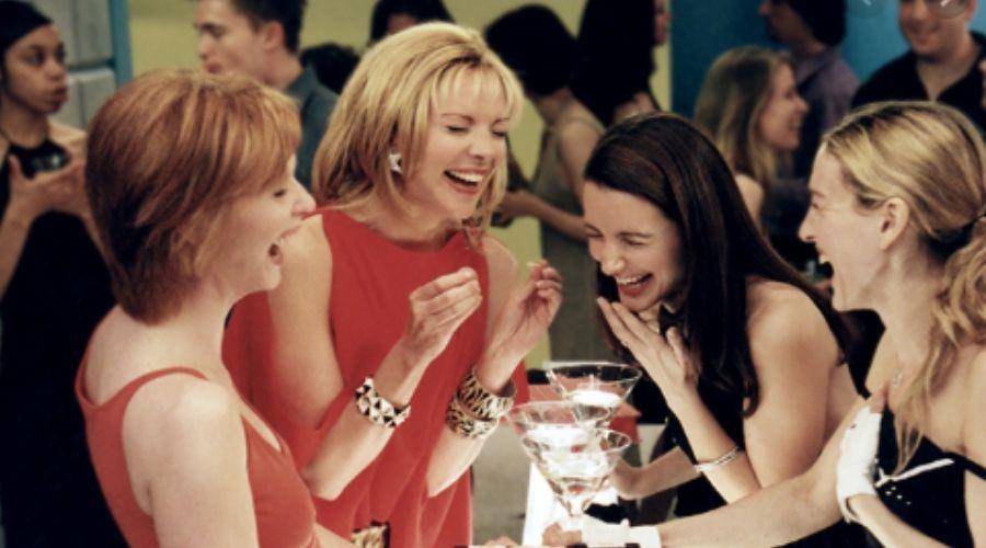 Escena de Sex and the City, Carrie Bradshaw y sus amigas