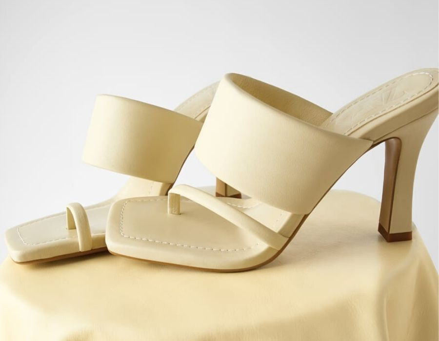 Sandalia de tacón de piel (59,95€)